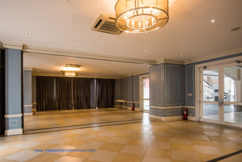 Function-Room-Amenities-in-Mckinley-West-Village